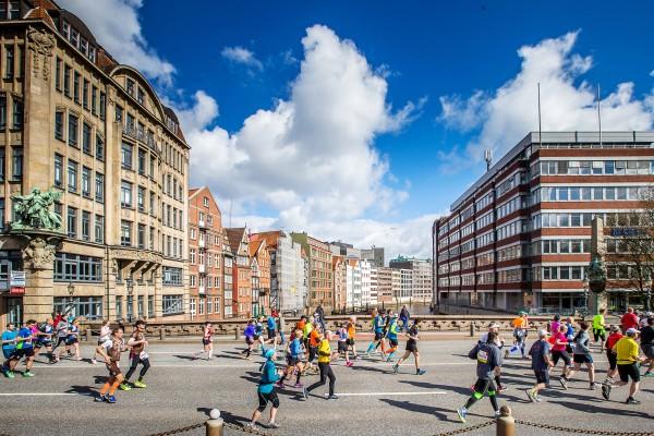Haspa Marathon Hamburg 2016, Deichstrasse,  *** Local Caption *** © hochzwei / angerer