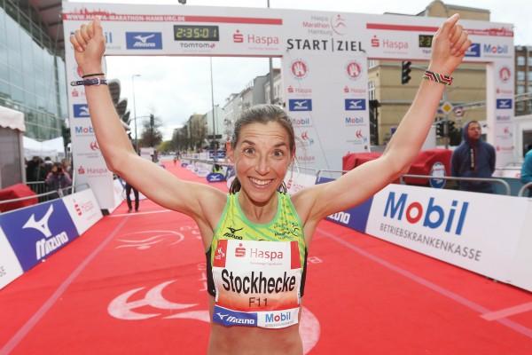 Marathon: Hamburg Marathon 2016, Mona Stockhecke *** Local Caption *** +++ www.hoch-zwei.net +++ copyright: HOCH ZWEI / Malte Christians +++