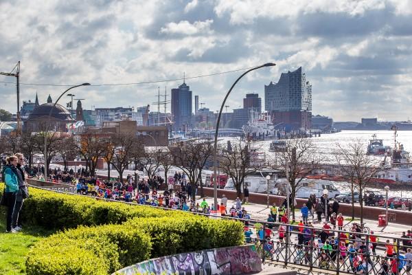 Haspa Marathon Hamburg 2016, Hafenstrasse, St. Pauli, Hafen, Elbphilharmonie, Elbe,  *** Local Caption *** © hochzwei / angerer
