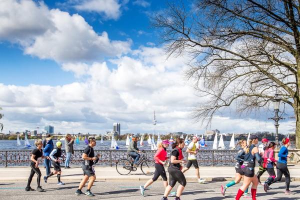 Haspa Marathon Hamburg 2016, Alster,  *** Local Caption *** © hochzwei / angerer