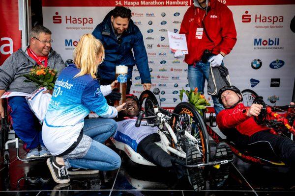 34. Haspa Marathon Hamburg 2019, Halbmarathon Siegerehrung Handbiker